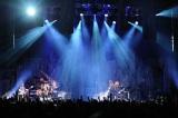 『進撃の巨人』で話題… Linked Horizonがライブで熱唱