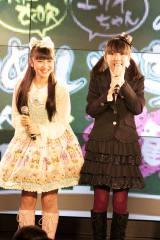 初の冠ラジオ番組を持つことになった(左から)山崎エリイ、木戸衣吹