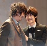 映画『永遠の0』の完成披露イベントに出席した(左から)新井浩文、三浦春馬 (C)ORICON NewS inc.