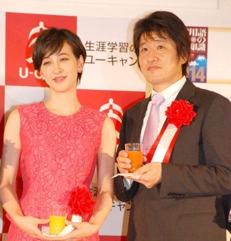 『2013 ユーキャン新語・流行語大賞』の表彰式に出席した(左から)滝川クリステル、林修氏 (C)ORICON NewS inc.