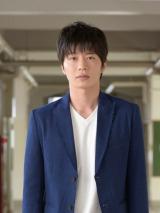 日の出学院の生徒・上武俊介役の田中圭=1月スタートの金曜ドラマ『夜のせんせい』(C)TBS
