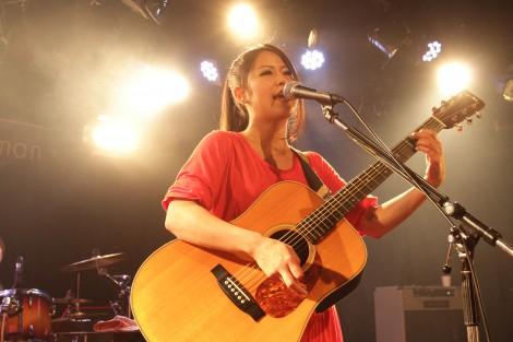 渋谷eggmanで行われた初の東京ワンマンライブでメジャーデビューを発表したSuzu