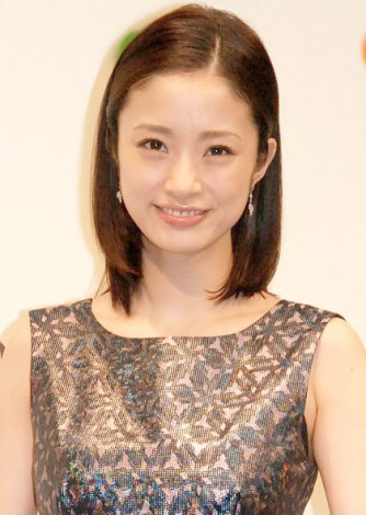 サムネイル 『GINZA ILLUMINATION 2013 ヒカリミチ〜希望の輪〜』点灯式に出席した上戸彩 (C)ORICON NewS inc.