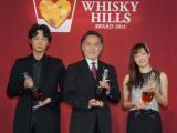 『ウイスキーヒルズアワード2013』授賞式に出席した(左から)綾野剛、北大路欣也、菅野美穂 (C)ORICON NewS inc.