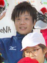 『DeNA Sekai☆Egao Project はだしラン』イベントに出席したかもめんたる・槙尾ユウスケ (C)ORICON NewS inc.