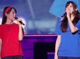 1万2000人が熱狂した全国ツアーの再追加公演の模様(左から生田絵梨花、松村沙友理) (C)ORICON NewS inc.