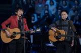 TBS『クリスマスの約束』で共演した(左から)桜井和寿&小田和正 (C)TBS