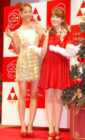 イチゴ新品種『スカイベリー』2013年出荷記念イベントに出席した(左から)すみれ、安めぐみ (C)ORICON NewS inc.
