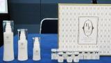 世界初の『美肌バンク』セットに含まれるスキンケア製品と美肌菌の粉末 (C)ORICON NewS inc.