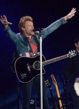 ジョン・ボン・ジョヴィ率いるボン・ジョヴィが東京ドームで通算100回目の来日公演を行った