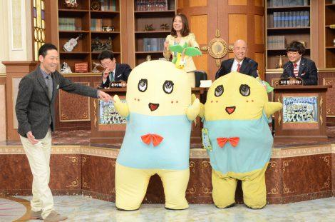 日本テレビ系『行列のできる法律相談所』で共演を果たすふなっしー2号(左)とふなっしー1号(右)