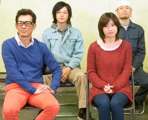 NHKドラマ『下町ボブスレー』記者会見に出席した(左から)鶴見辰吾、中村倫也、南沢奈央、品川祐 (C)ORICON NewS inc.