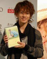 2014年オフィシャルカレンダー『佐藤めくる』をアピールする佐藤健 (C)ORICON NewS inc.