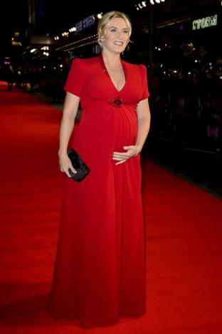 サムネイル ロンドン映画祭で大きなお腹を抱えていたケイト・ウィンスレット