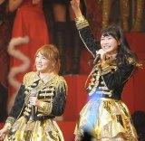 国立競技場での単独ライブ発表に、ゆいはん(右)大喜び!(撮影:鈴木かずなり)