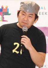 新ネタというドラマ『半沢直樹』に出演した赤井英和の物まねを披露した山本高広 (C)ORICON NewS inc.