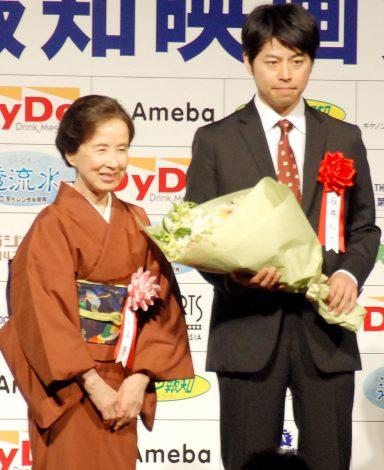 『第38回 報知映画賞』表彰式に出席した(左から)八千草薫、石井裕也監督 (C)ORICON NewS inc.