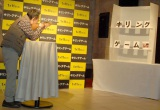 イベントで射的に挑戦した加藤茶 (C)ORICON NewS inc.