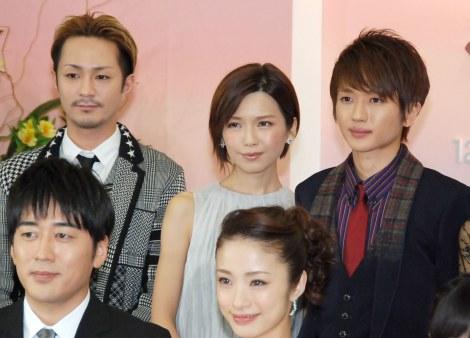 『第55回 輝く!日本レコード大賞』記者会見に出席したAAA(左から)浦田直也、宇野実彩子、西島隆弘 (C)ORICON NewS inc.