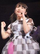 乃木坂46『Merry X'mas Show 2013』の模様(写真は秋元真夏) (C)ORICON NewS inc.
