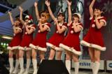 サンタ衣装で歌うスマイレージ (C)ORICON NewS inc.