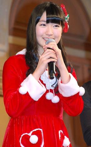 可愛らしいサンタ姿で登場したSUPER☆GiRLS・前島亜美