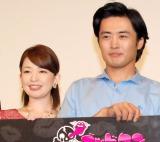 松丸友紀アナ(左)の結婚に不満げ?な劇団ひとり (C)ORICON NewS inc.