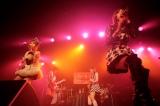 ツアー『LoVendoЯ LIVE TOUR 2013 DecembeЯ』の最終公演を行ったLoVendoЯ(ラベンダー)。