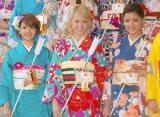 『2014年飛躍祈願 晴れ着初詣』に出席したE-girls(左から)Aya、Ami、藤井萩花 (C)ORICON NewS inc.