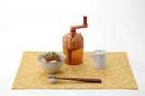 """魯山人提唱の""""納豆を究極に美味しく食す方法""""を再現できる商品『食の極み「魯山人納豆鉢」』 (C)T-ARTS"""