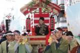 宝恵駕に乗って今宮戎神社まで練り歩いた(写真提供:NHK)
