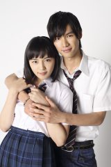 映画『好きっていいなよ。』で主演を務める川口春奈(左)と福士蒼汰
