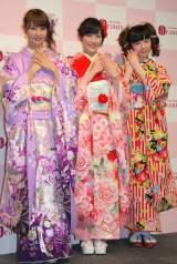 "AKB48新成人のうち3人が成人式ネイルを披露""写真左から永尾まりや、渡辺麻友、島崎遥香) (C)ORICON NewS inc."