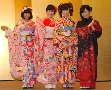 次代のAKB48グループを担う新成人があでやかな振り袖を披露(写真左から渡辺美優紀、渡辺麻友、島崎遥香、山本彩) (C)ORICON NewS inc.