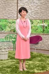 『サワコの朝』番組ホームページに「サワコの衣装」コーナーが開設。写真は1月11日放送回のもの。ピンクのワンピースを上品に着こなしている(C)MBS