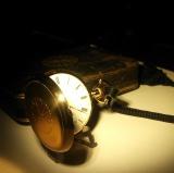 『パテック フィリップ展〜歴史の中のタイムピース〜』で公開されている、菊の御紋入り懐中時計 (C)oricon ME inc.