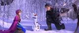 『アナと雪の女王』アナとオラフがいる場面カット(C)2014Disney. All Rights Reserved.