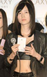 """""""へそ出し""""衣装で会見に出席したSKE48の松井珠理奈 (C)ORICON NewS inc."""