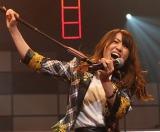 卒業曲「前しか向かねえ」を披露したAKB48大島優子 (C)AKS