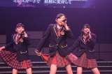 デビューステージで「ミニスカートの妖精」を披露したドラフト生 (C)AKS