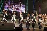 『AKB48リクエストアワー セットリストベスト200 2014』4日目公演のMCの様子(C)AKS