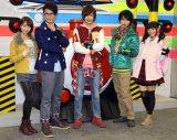 『烈車戦隊トッキュウジャー』出演のキャストたち。左から梨里杏、平牧仁、志尊淳、横浜流星、森高愛(C)De-View