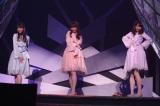 バカリズム命名の「東京フェロモーション学院」(左から)松井玲奈、小嶋陽菜、柏木由紀(C)AKS