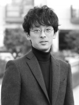 『半沢』俳優・滝藤賢一、ドラマ初主演。4月スタートのテレビ東京系『俺のダンディズム』で「僕も 皆さんと一緒にダンディなっていければ」(撮影:大河内禎)