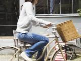 自転車の安全利用促進委員会の調査によると、67.5%が路側帯を逆走した経験があるという