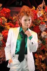 男装女子ホストクラブ「薔薇組」に緑薔薇(みどばら)として新加入した村田莉(C)テレビ朝日