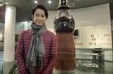 広島・熊野町の筆の里工房の巨大筆と谷原章介(C)RCC