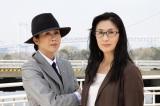 真野響子(左)と眞野あずさ(右)、双子みたいな実の姉妹が姉妹役でドラマ初共演。テレビ東京系水曜ミステリー9『マトリの女厚生労働省麻薬取締官』2月19日放送(C)テレビ東京