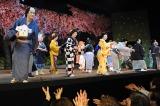 新橋演舞場で行われた豆まきに観客も大喜び 写真前列左より中村獅童、水谷八重子、藤山直美、市村萬次郎、奥田瑛二
