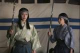 2月2日放送、大河ドラマ『軍師官兵衛』第5回「死闘の果て」戦に出ている官兵衛たちに代わって城の女たちを毅然とまとめる光(中谷美紀)。右は女中のお国(中川翔子)(C)NHK